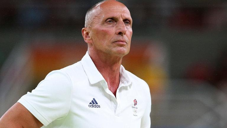 Еди ван Хоф беше освободен от поста старши треньор на