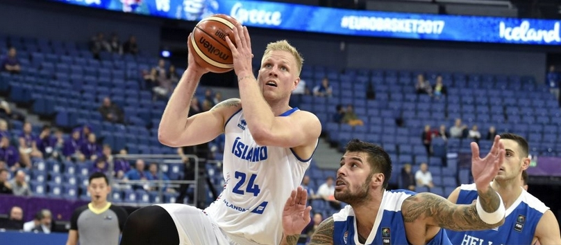 Исландия стопи пасив от 11 в последната четвърт и победи