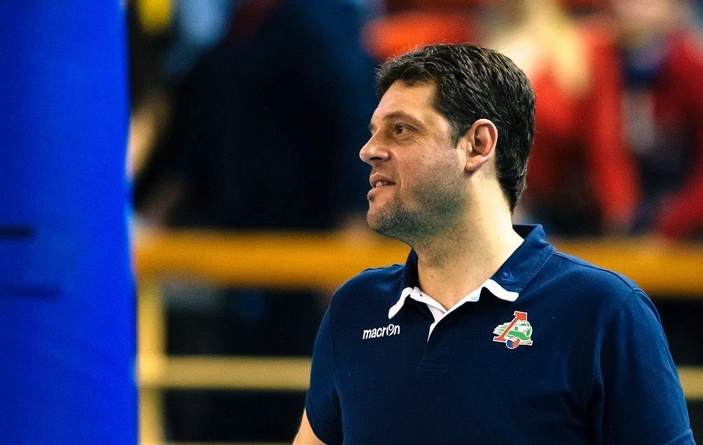 Селекционерът на националния ни волейболен отбор Пламен Константинов и воденият