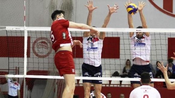 Волейболният национал Тодор Алексиев и неговият Олимпиакос (Пирея) продължават с