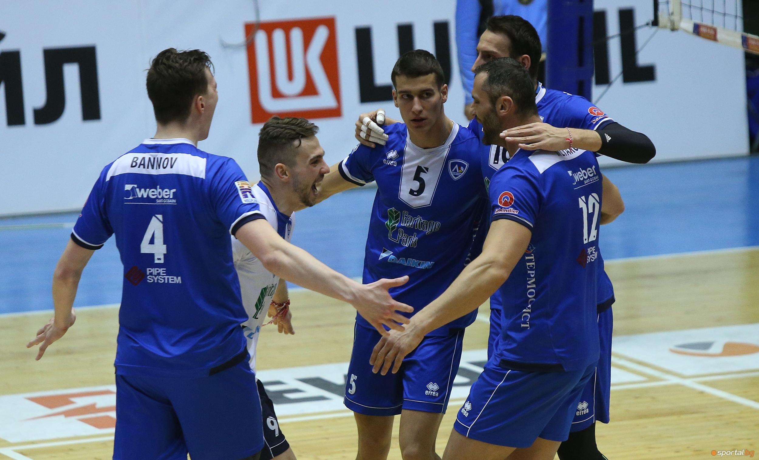 Волейболистите на Левски София останаха в битката за място на
