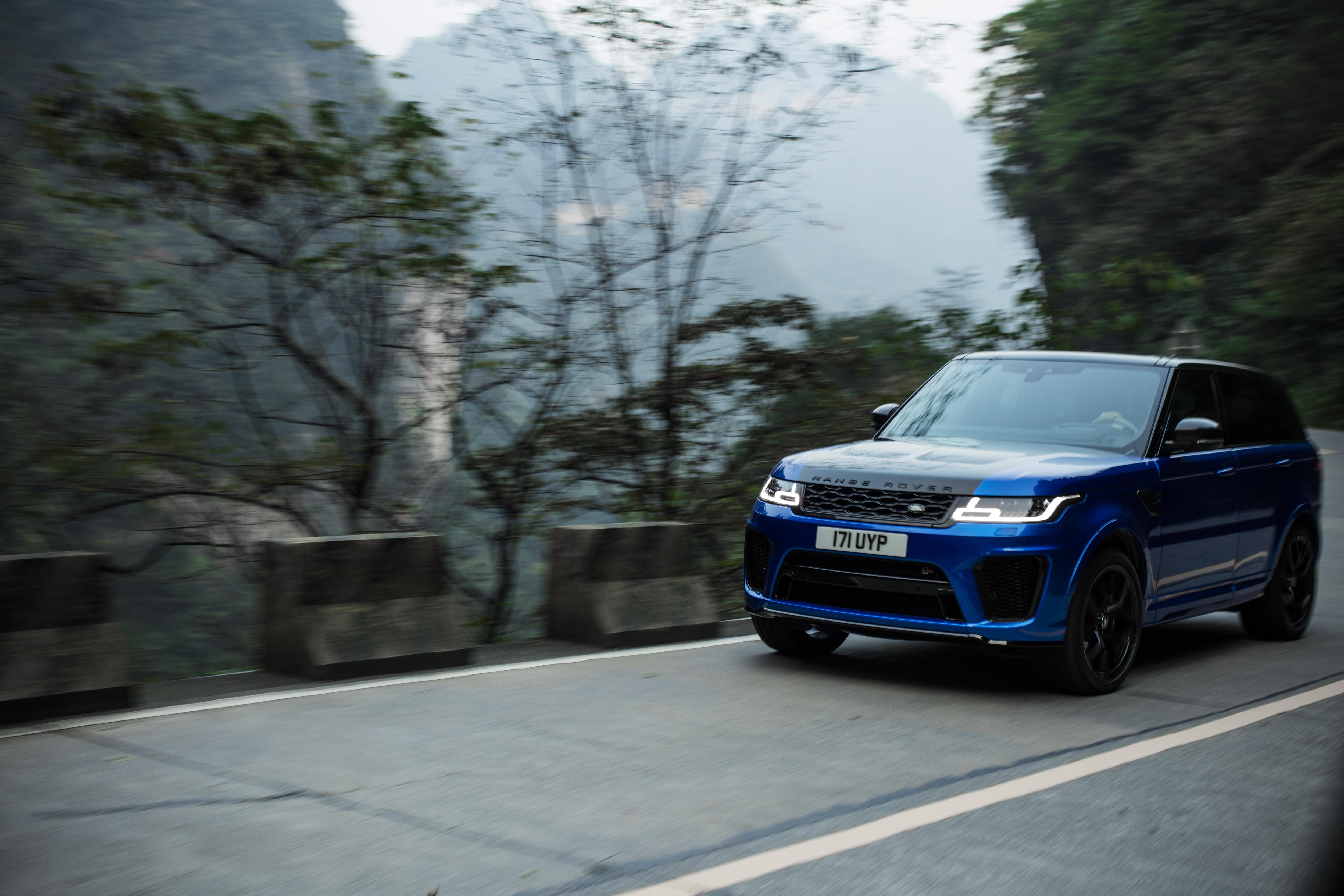 Новият Range Rover Sport SVR предприе страховитото изкачване по планинския