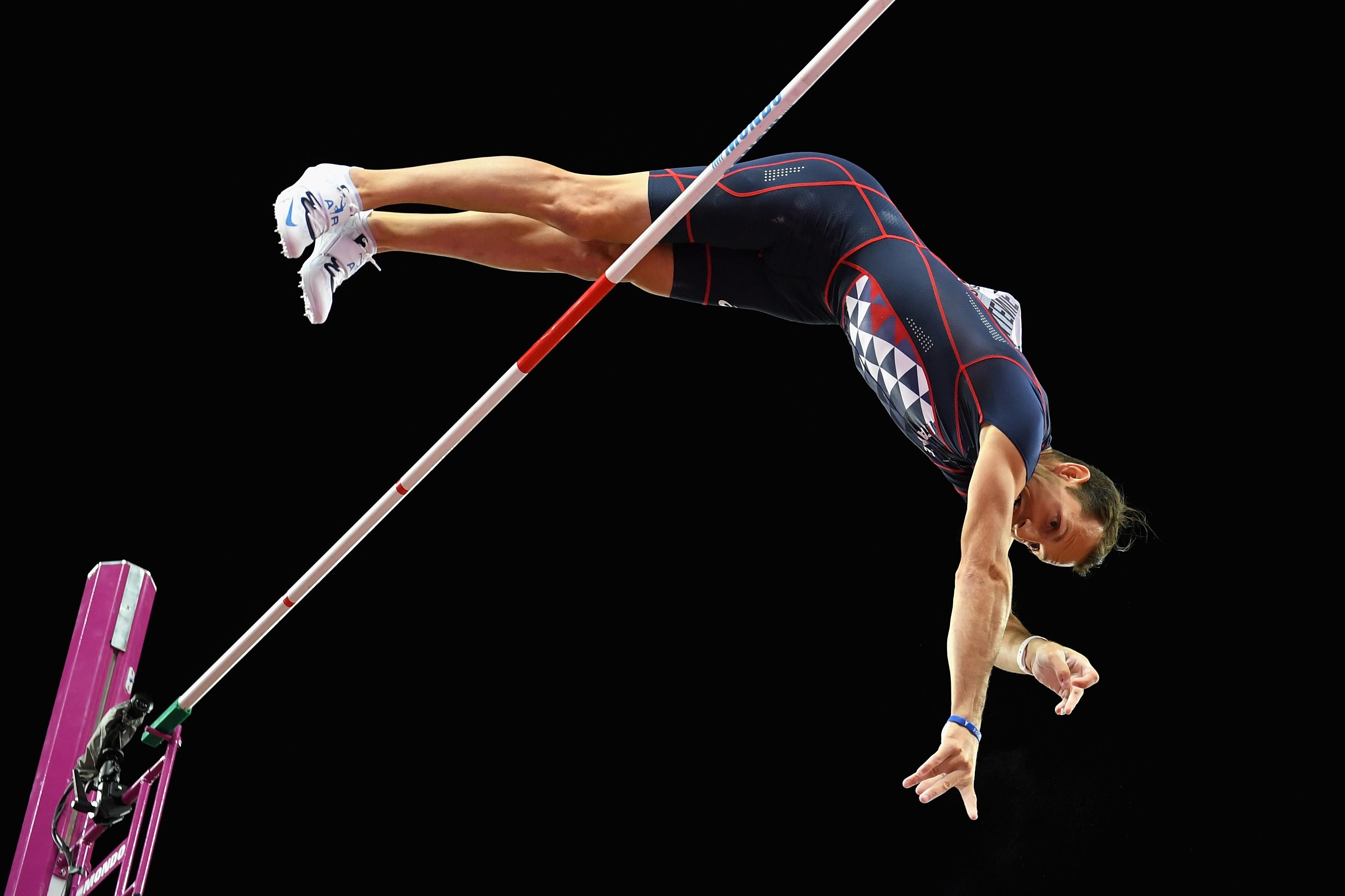 Световният рекордьор в овчарския скок Рено Лавийени, който триумфира със