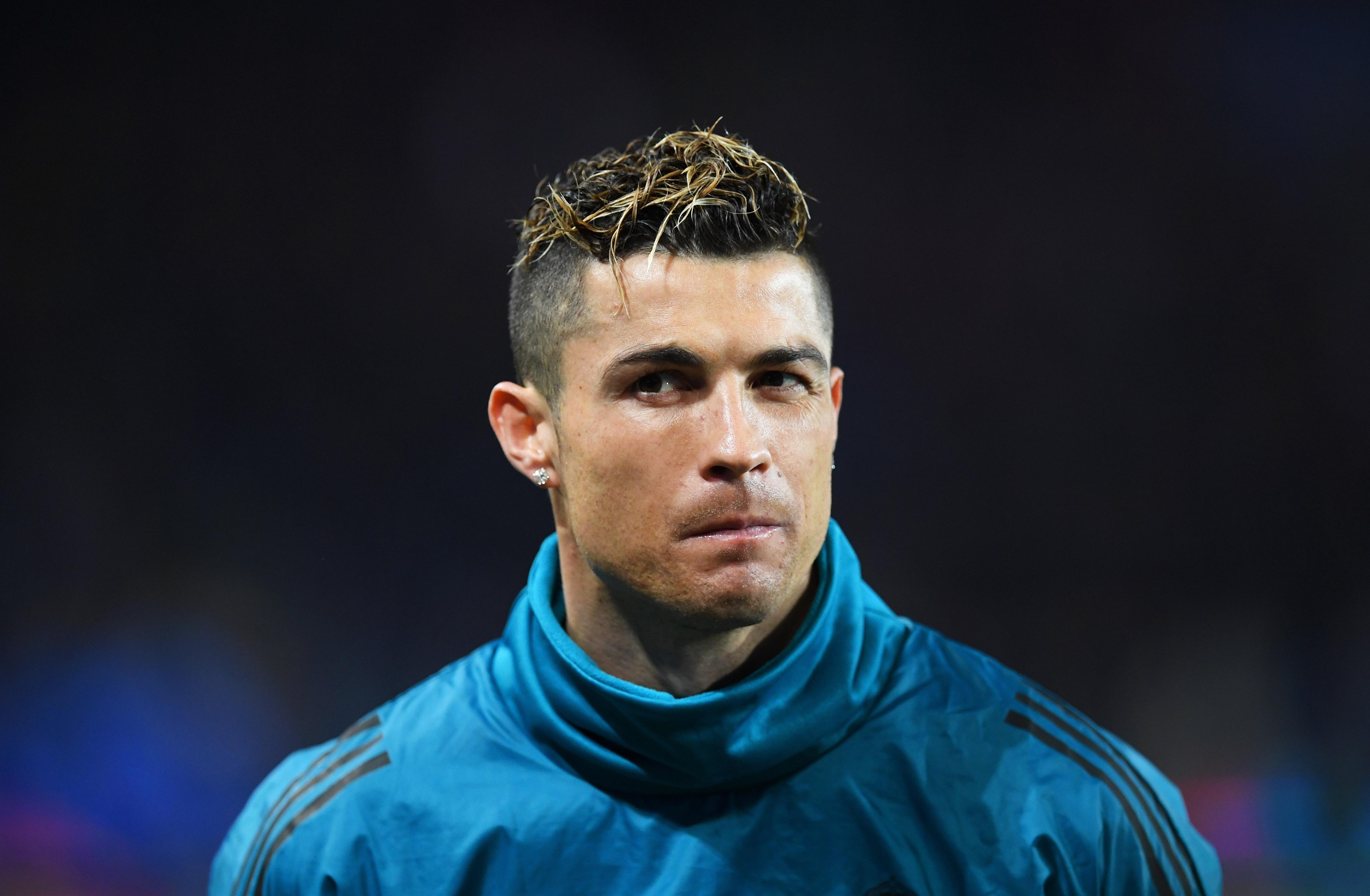 "Изглежда, че носителят на ""Златната топка"" Кристиано Роналдо обмисля или"