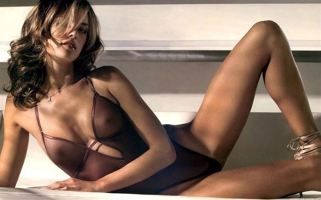 И бразилският супермодел Алесандра Амброзио вече е в клуба на