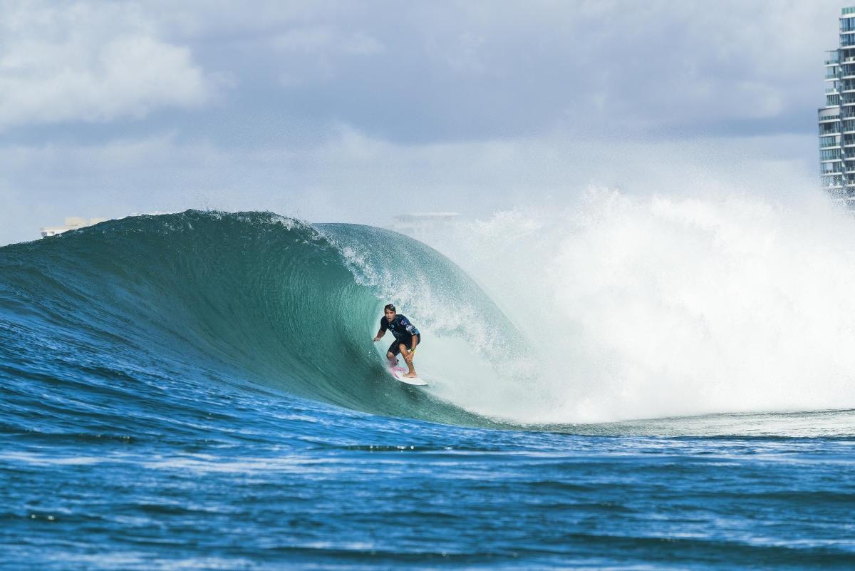 Джулиан Уилсън спечели първия кръг от световната сърф лига за