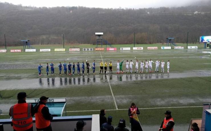 Футболен двубой заприлича на мач по водна топка в Босна