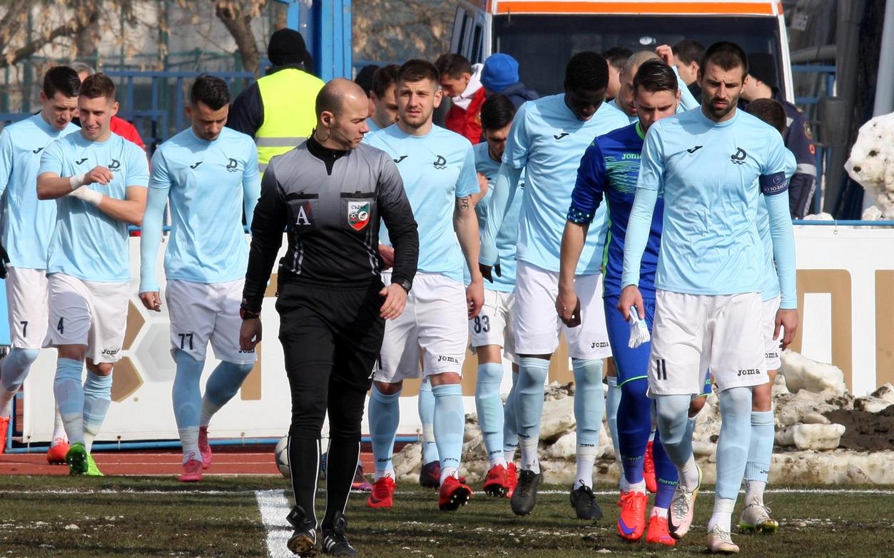 ФК Дунав (Русе) разтрогна договорите с двама от своите футболисти.