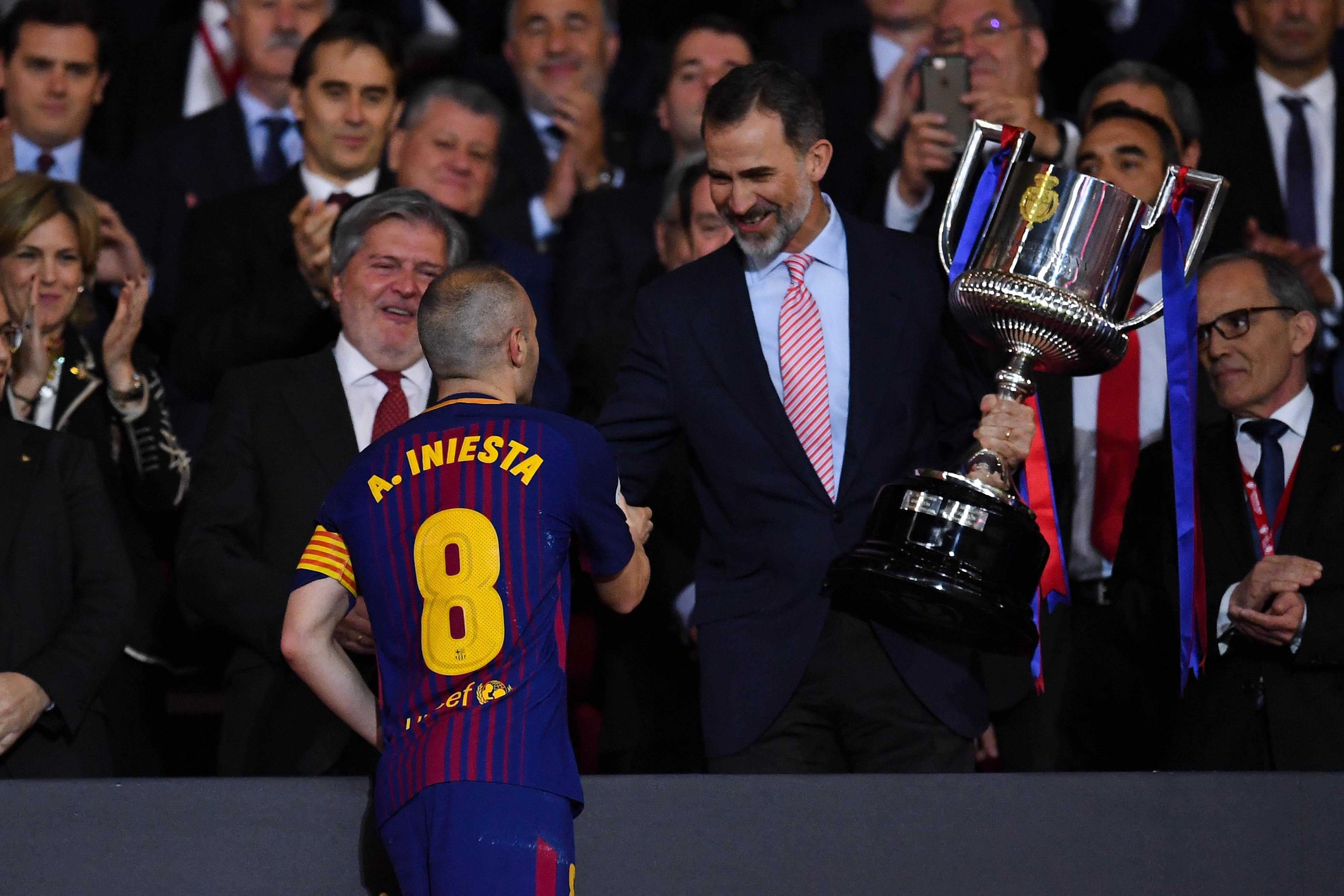 Капитанът на Барселона Андрес Иниеста разкри, че в следващите дни