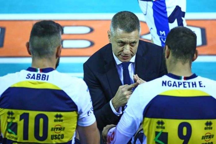 Бившият вече треньор на волейболния Азимут Модена Радостин Стойчев беше
