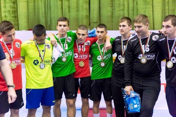 Младите хандбалисти на България до 16 годинизавършиха наравно 33:33 с