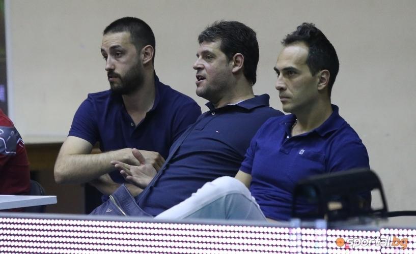 Селекционерът на националния отбор по волейбол Пламен Константинов изгледа на