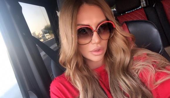 След като развали годежа си с богат арабин, Моника Валериева