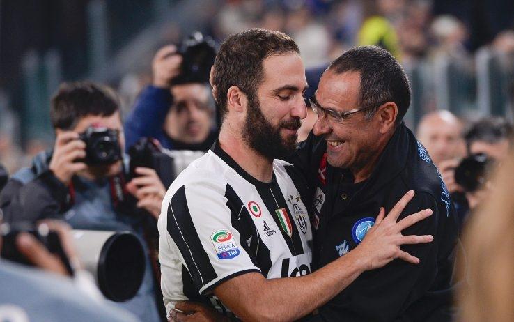 Треньорът на Наполи Маурицио Сари и нападателят на Ювентус Гонсало