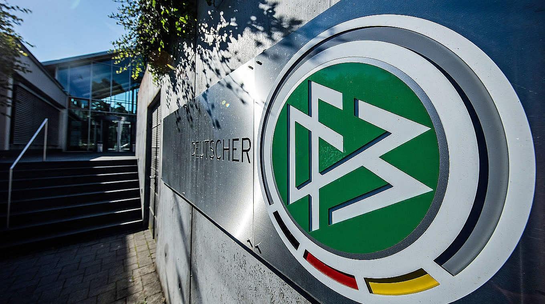 Германският футболен съюз не одобрява вчерашната среща между двама от