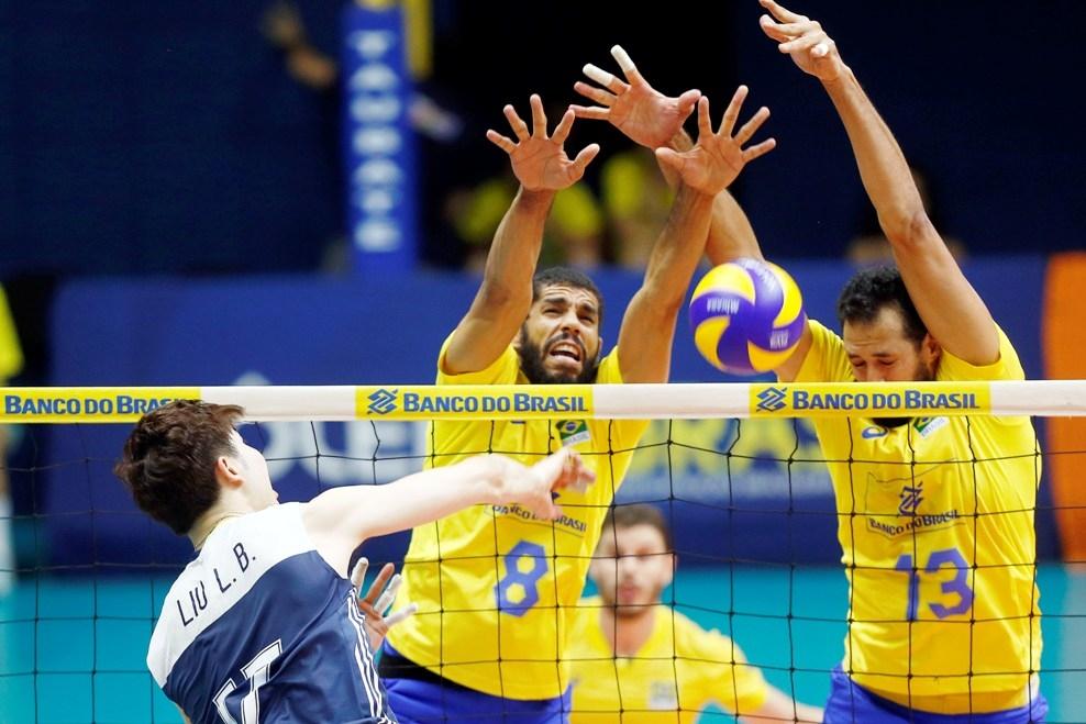 Олимпийският волейболен шампион Бразилия започна лято 2018 с две победи.