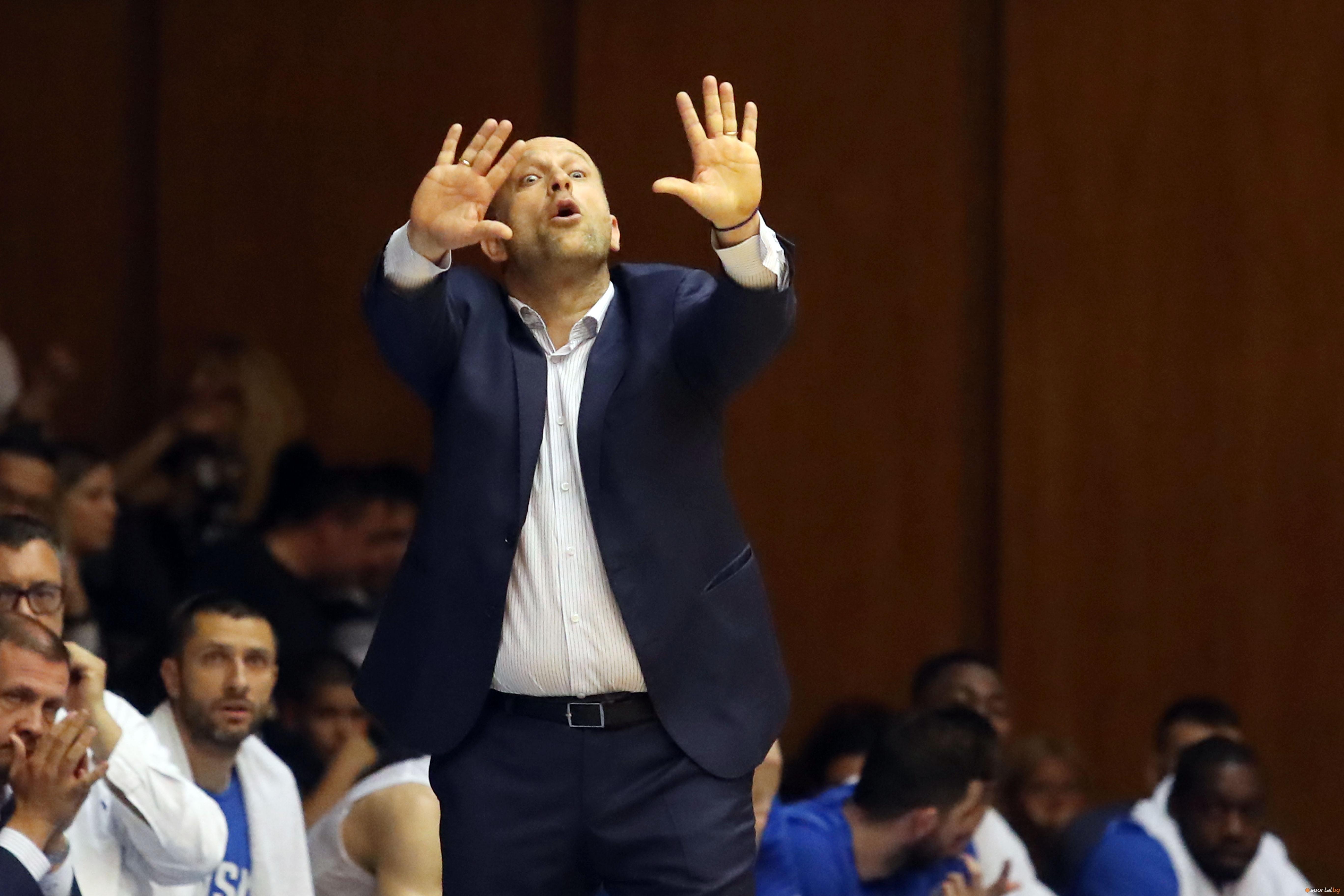 Старши-треньорът на Левски Лукойл Константин Папазов коментира неприятната ситуация, която