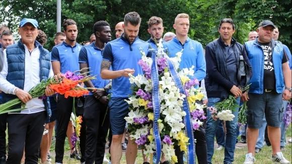 Шефове и играчи поднесоха венци в чест на годишнината на Левски