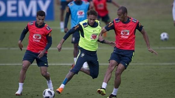 Старши треньорът на Бразилия Тите е изпробвал атакуваща тройка в