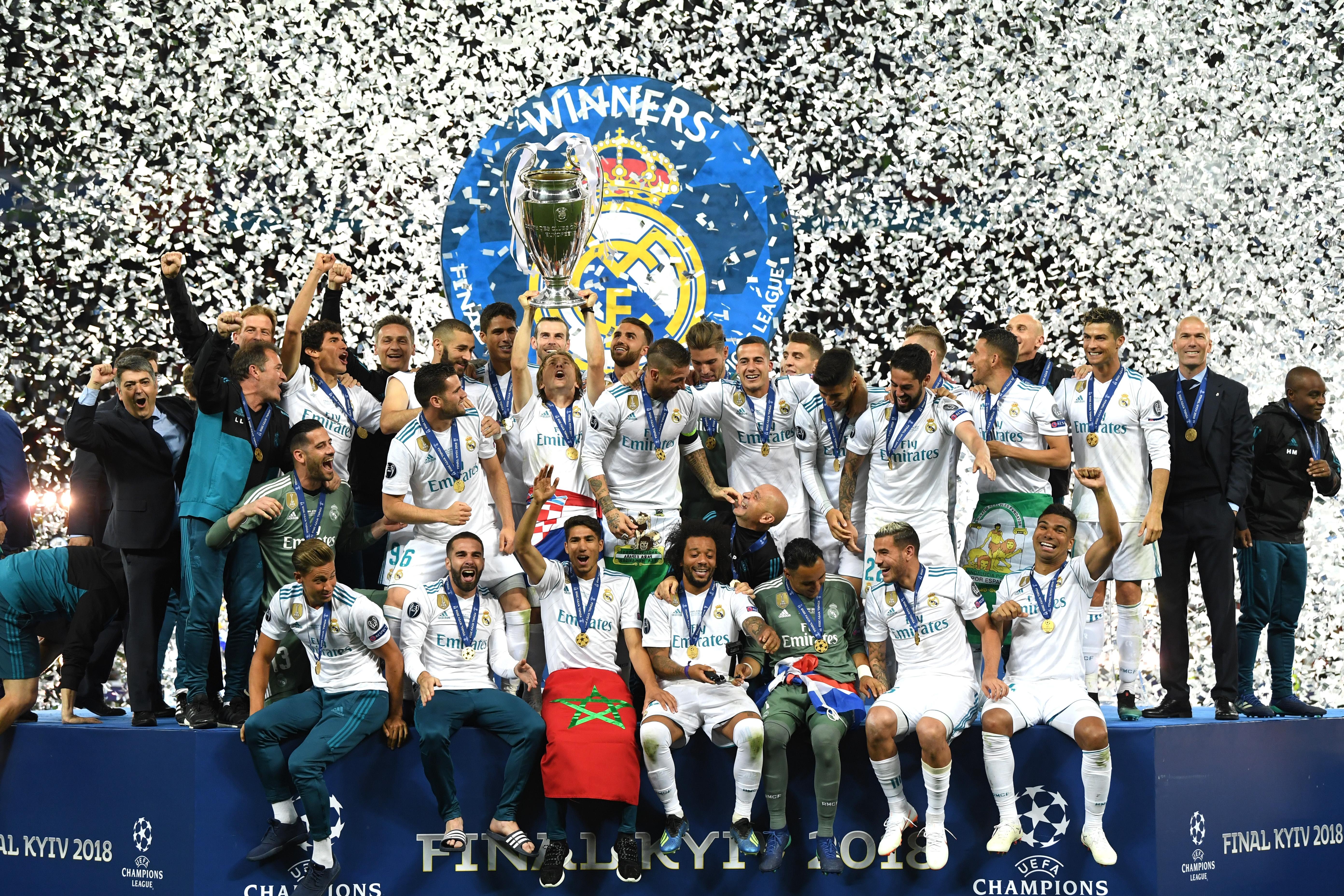 Хиляди фенове на Реал Мадрид се събраха на клубния стадион