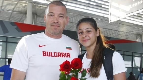 """""""Изгряващата звезда"""" в българската атлетика за 2017 година Александра Начева"""