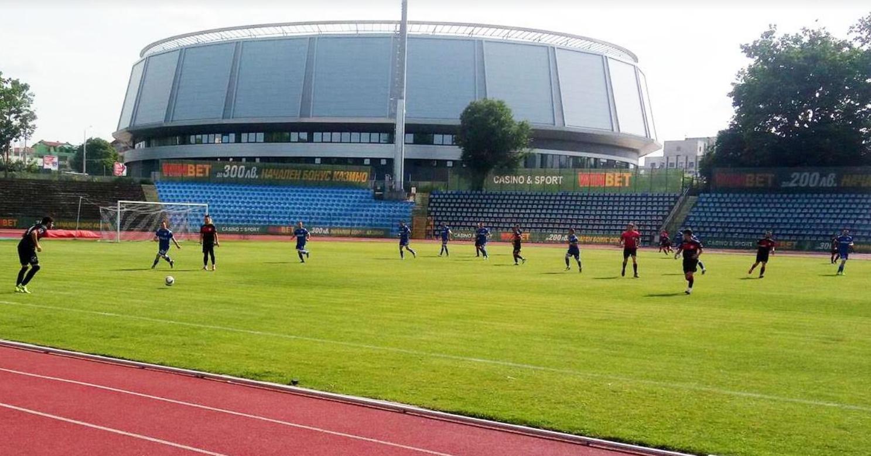 Локомотив (Русе) извоюва победа с 2:0 на Светкавица (Търговище) в