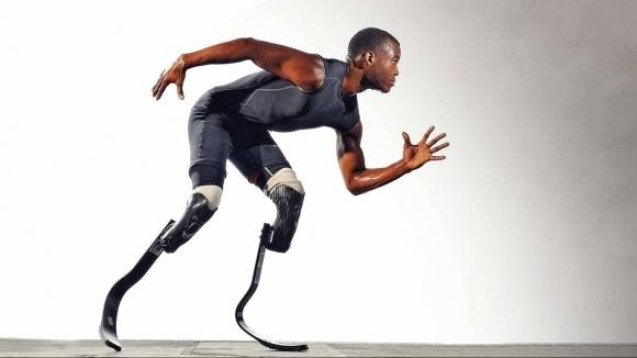Американският параолимпиец с два ампутирани крака Блейк Лийпър направи впечатляващо