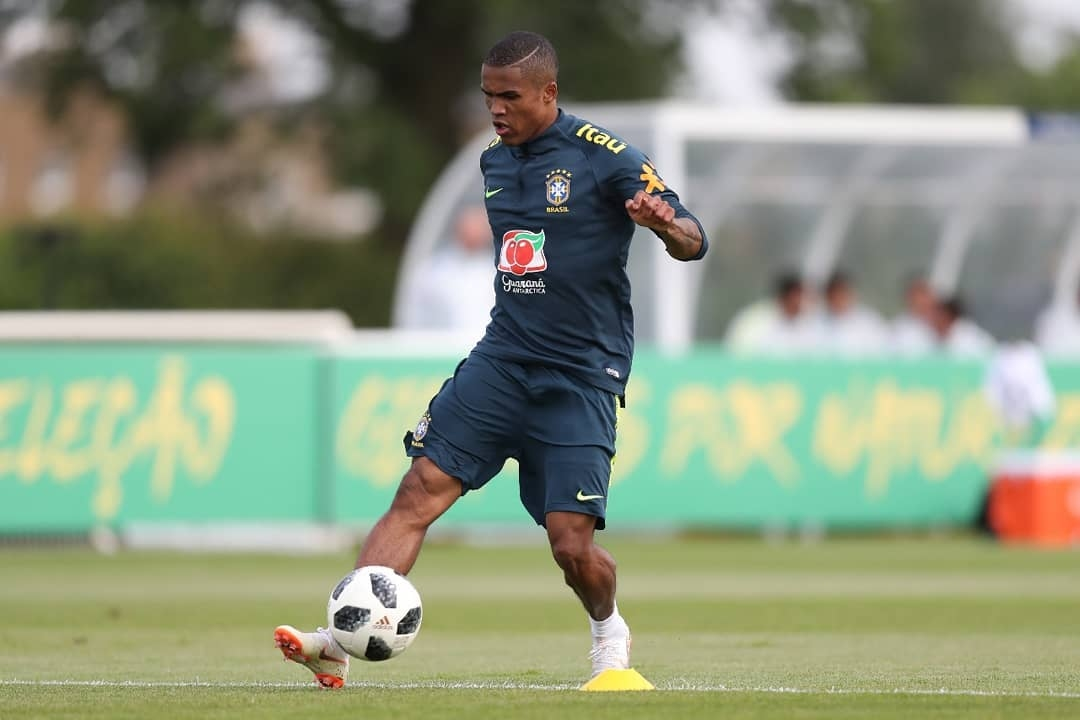 Нападателят на бразилския национален отбор Дъглас Коща се завърна към