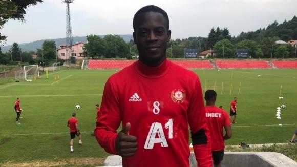 Холандският футболист с ганайски паспорт Едвин Джеси се присъедини днес