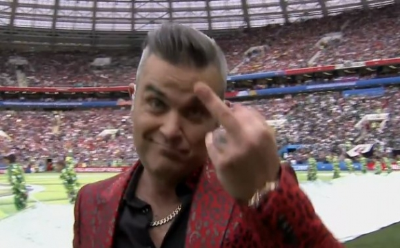Британската поп икона Роби Уилямс скандализира по време на откриването