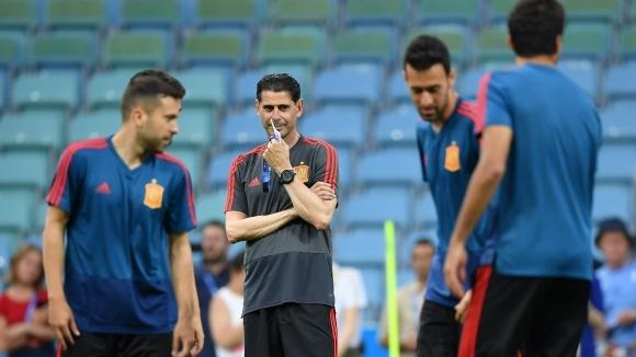 Испанският национален отбор е разтърсван от огромни скандали преди първия
