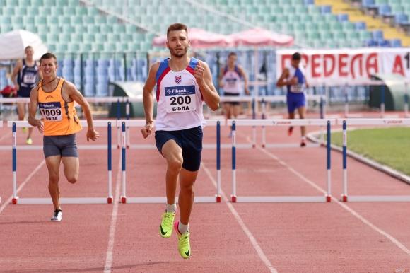 Шампионът на 110 метра с препятствия от националния шампионат по