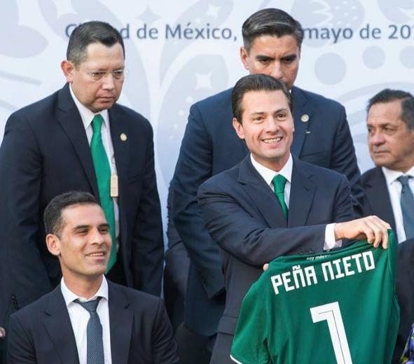 Мексиканският президент Енрике Пеня Нието поздрави националния отбор на страната