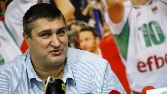 Вицепрезидентът на Българската федерация по волейбол Любо Ганев коментира, че