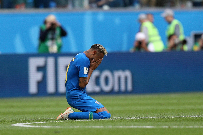 Звездата на Бразилия Неймар фиксира крайното 2:0 за петкратните световни