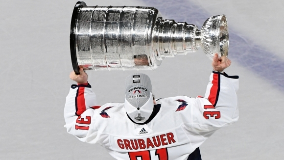 Шампионът в Националната хокейна лига Вашингтон Кепиталс изпрати вратаря Филип