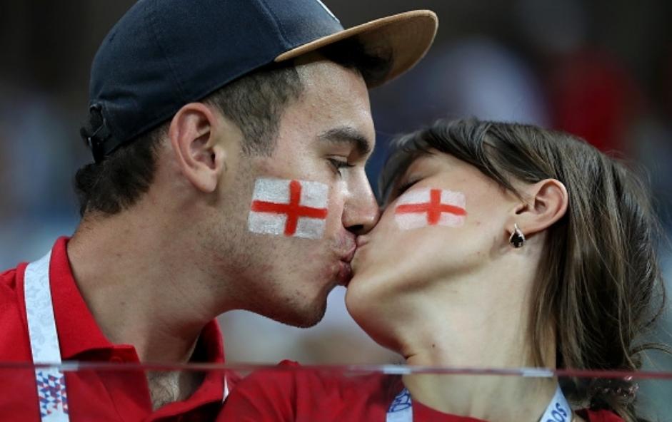 Трима британски запалянковци получиха забрана да посещават футболни мачове заради