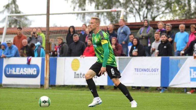 Доскорошният лидер на Левски Роман Прохазка игра с капитанската лента