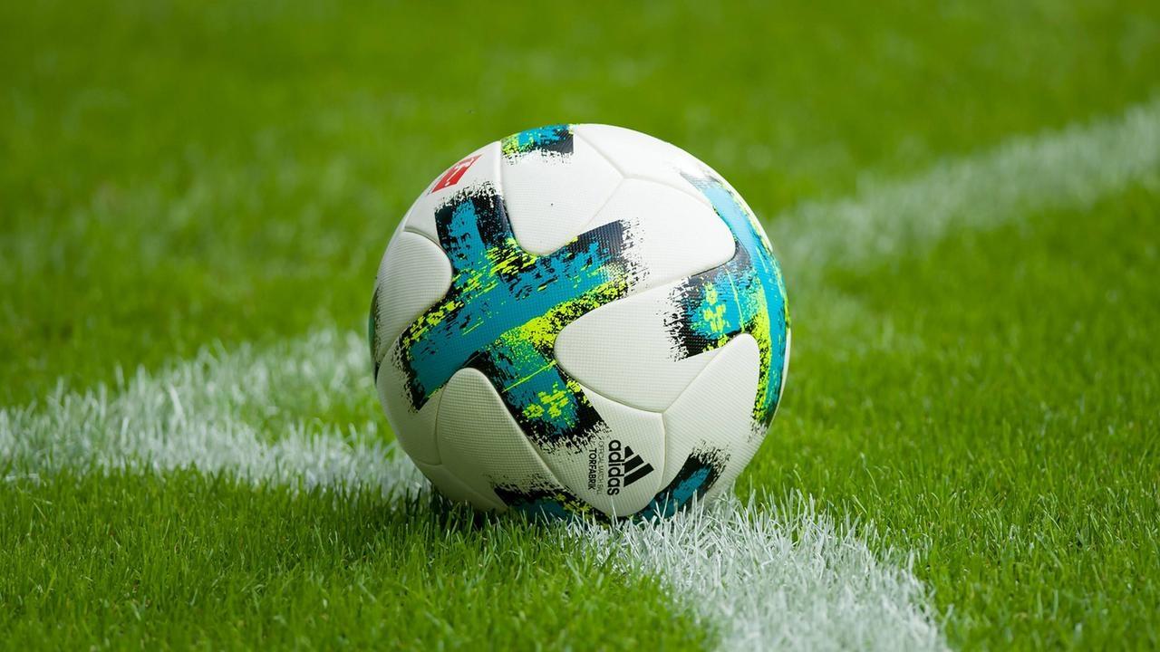 Алекс Мийшер, генерален секретар на Швейцарската футболна федерация, призова да