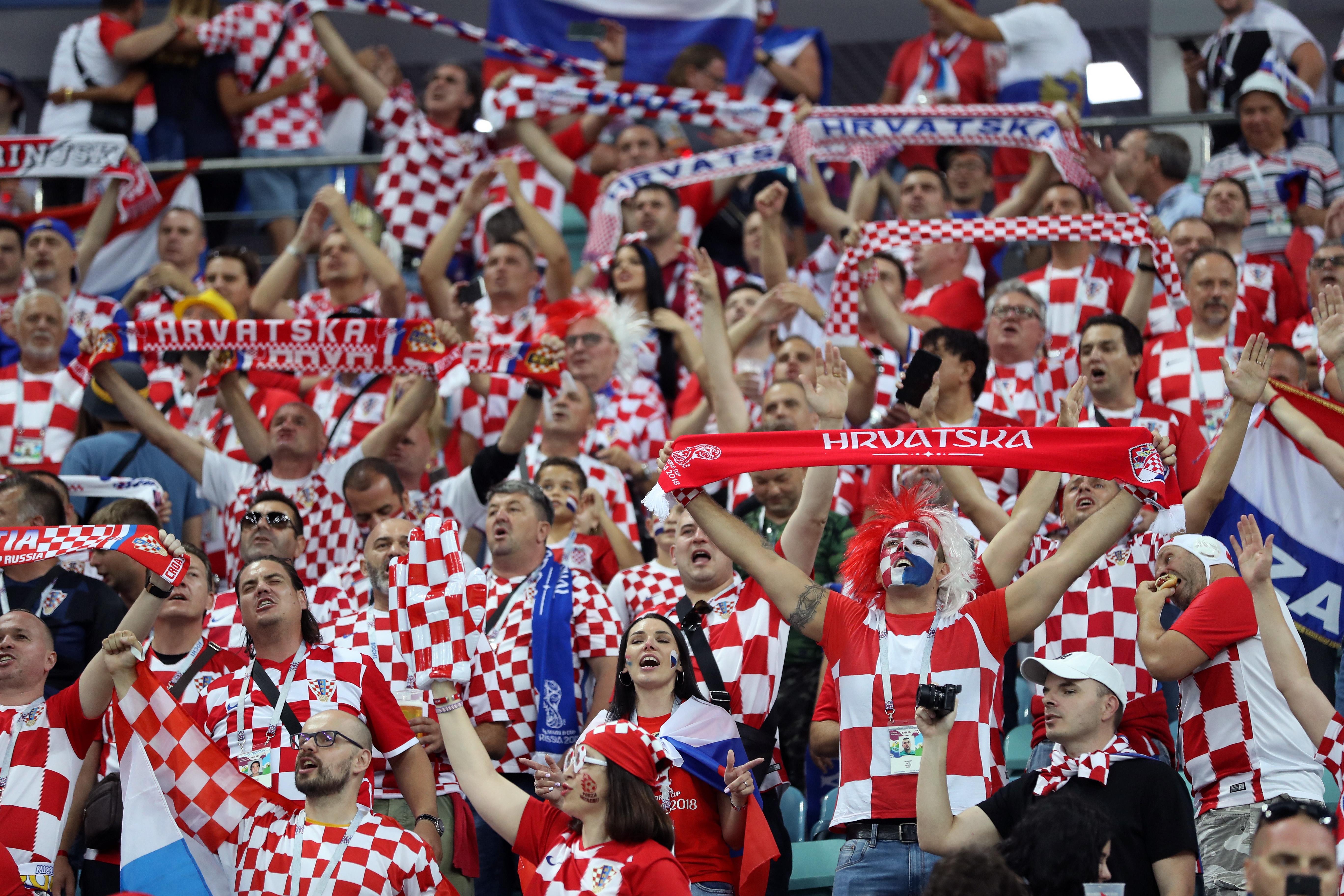 Улични тържества избухнаха из цяла Хърватия след победата на националния
