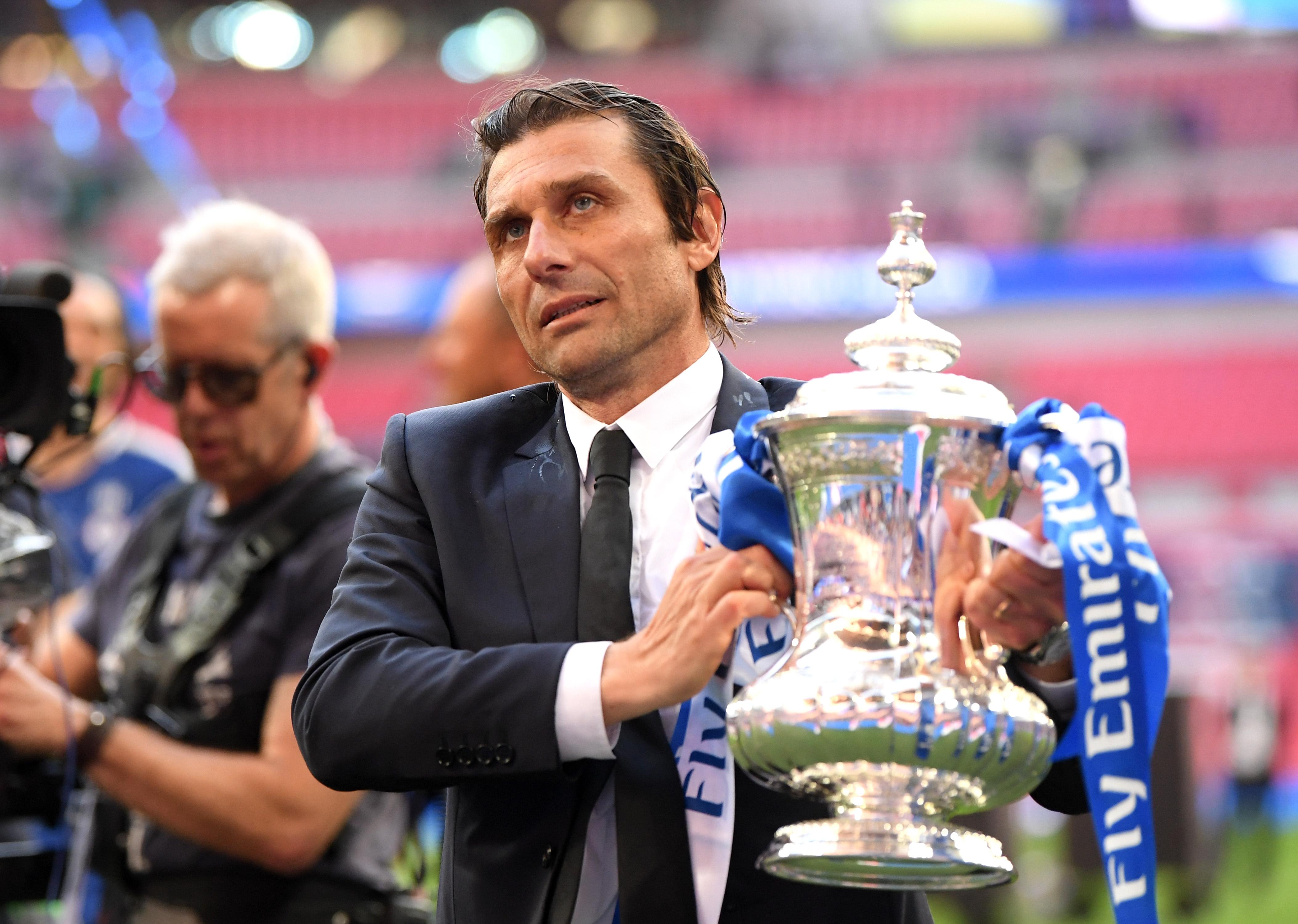 Уволненият от Челси мениджър Антонио Конте не смята да си