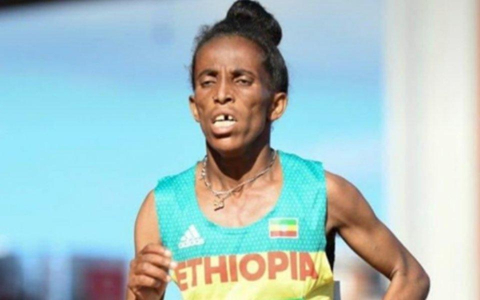 Записаната като 16-годишна атлетка от Етиопия Гирмавит Гебризихар взриви световното