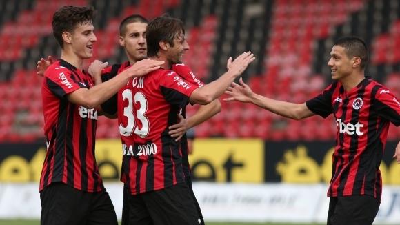 Отборът на Локомотив (София) победи Пирин (Благоевград) с 2:1 като