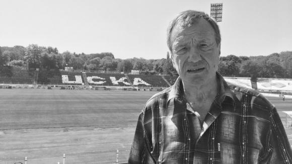 Стотици близки, приятели, фенове и легенди на ЦСКА си взеха