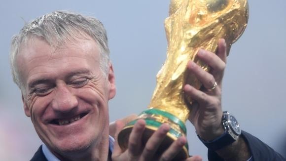 Селекционерът на националния отбор на Франция Дидие Дешан ще остане