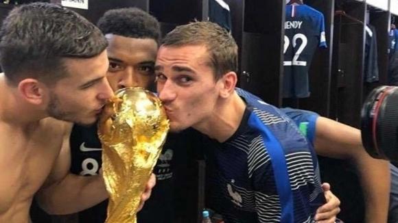 Футболистите от националния отбор на Франция бурно отпразнуваха победата над