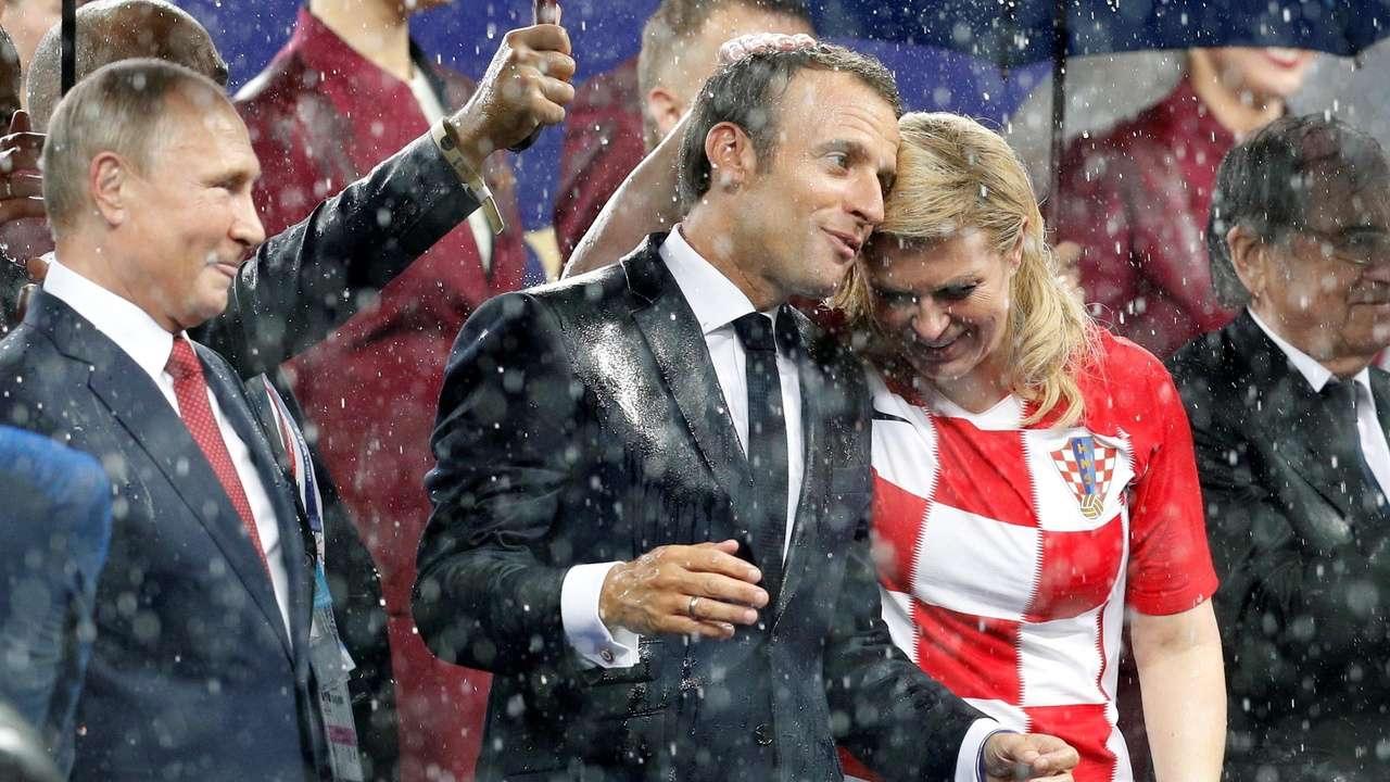 """Президентът на Хърватия Колинда Грабар-Китарович открадна шоуто на """"ватрените"""" на"""