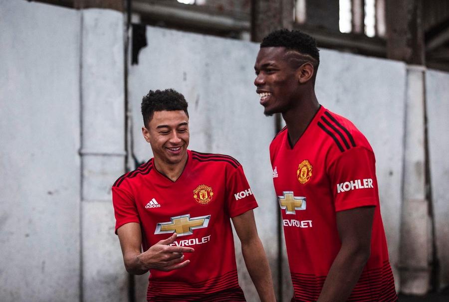 Манчестър Юнайтед официално представи новия си домакински екип за сезон