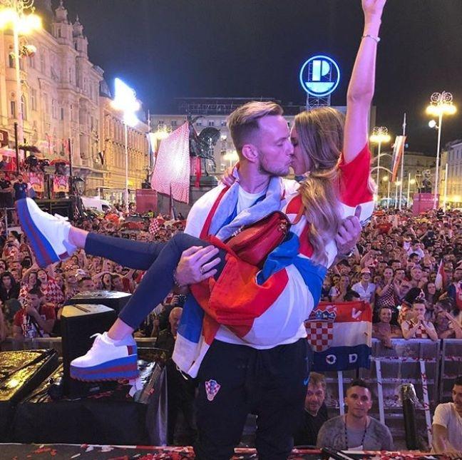 Националният отбор на Хърватия се завърна триумфално, макар и без