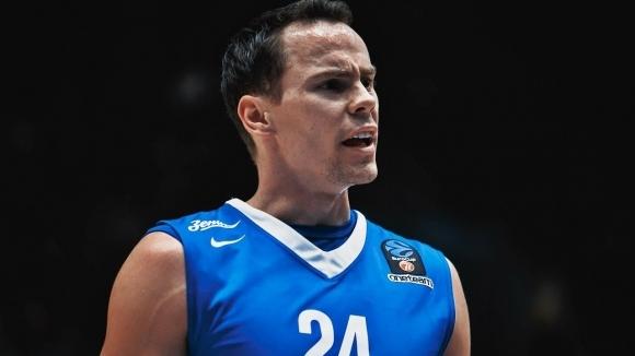Барселона обяви привличането на Кайл Кюрик, който освен страхотни баскетболни